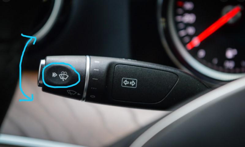 Cách bật tắt gạt nước ô tô trong xe nơi vô lăng