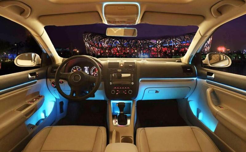 Đèn led tích hợp màu xanh dương trong nội thất xe