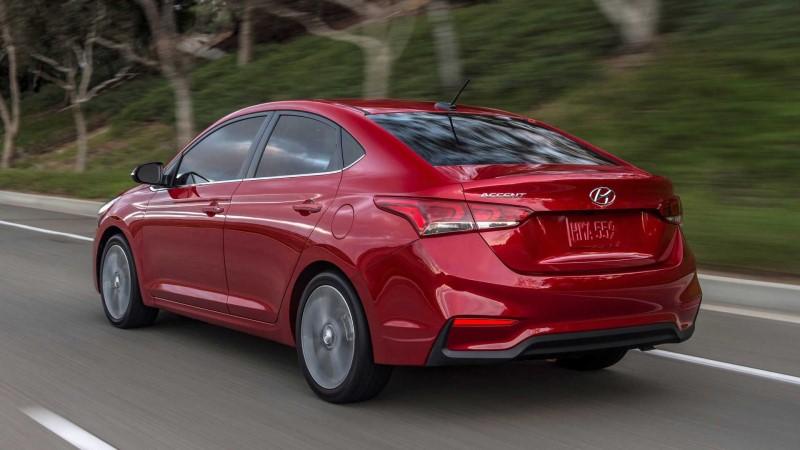 Hyundai accent mat sau xe oto