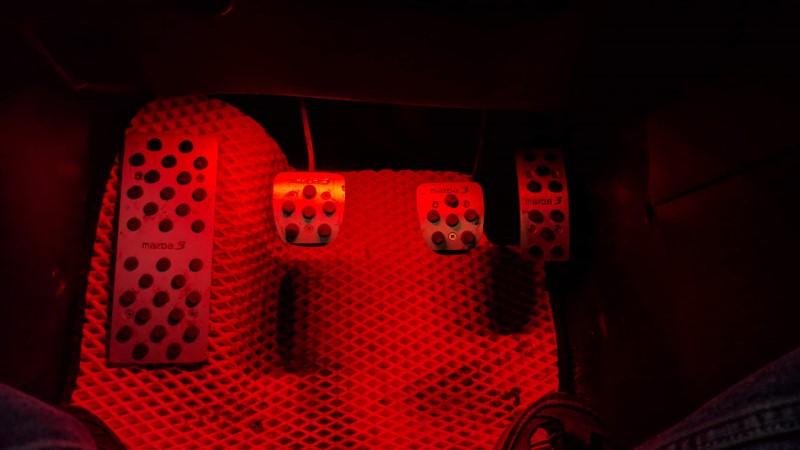 đèn led tích hợp trong nội thất xe