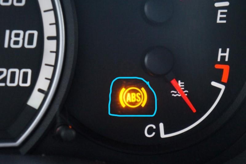 Đèn báo tín hiệu abs trên tap lô xe