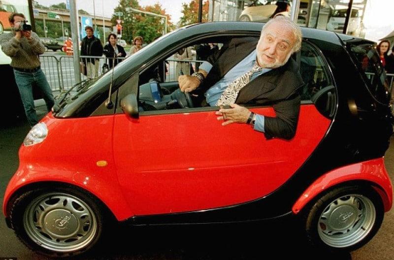 Nicolas Hayek là nhà phát triển xe ô tô 2 bánh