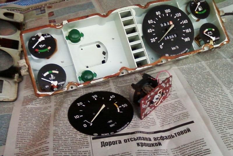 Cấu tạo của đồng hồ đo tốc độ xe