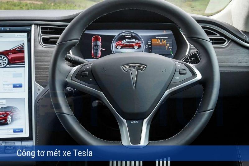 Mẫu đồng hồ công tơ mét số hóa xe Tesla