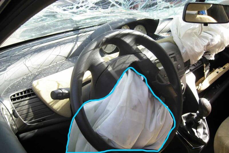 Túi khí trên ô tô sau khi xảy ra tai nạn tự xep