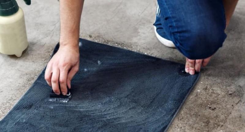 vệ sinh thảm lót sàn bằng chất liệu nỉ hay da
