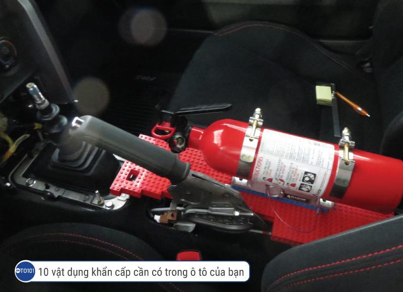 10 vật dụng khẩn cấp cần có trong ô tô của bạn