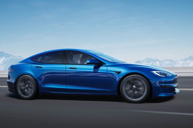 mẫu xe Tesla hỗ trợ tự động lái